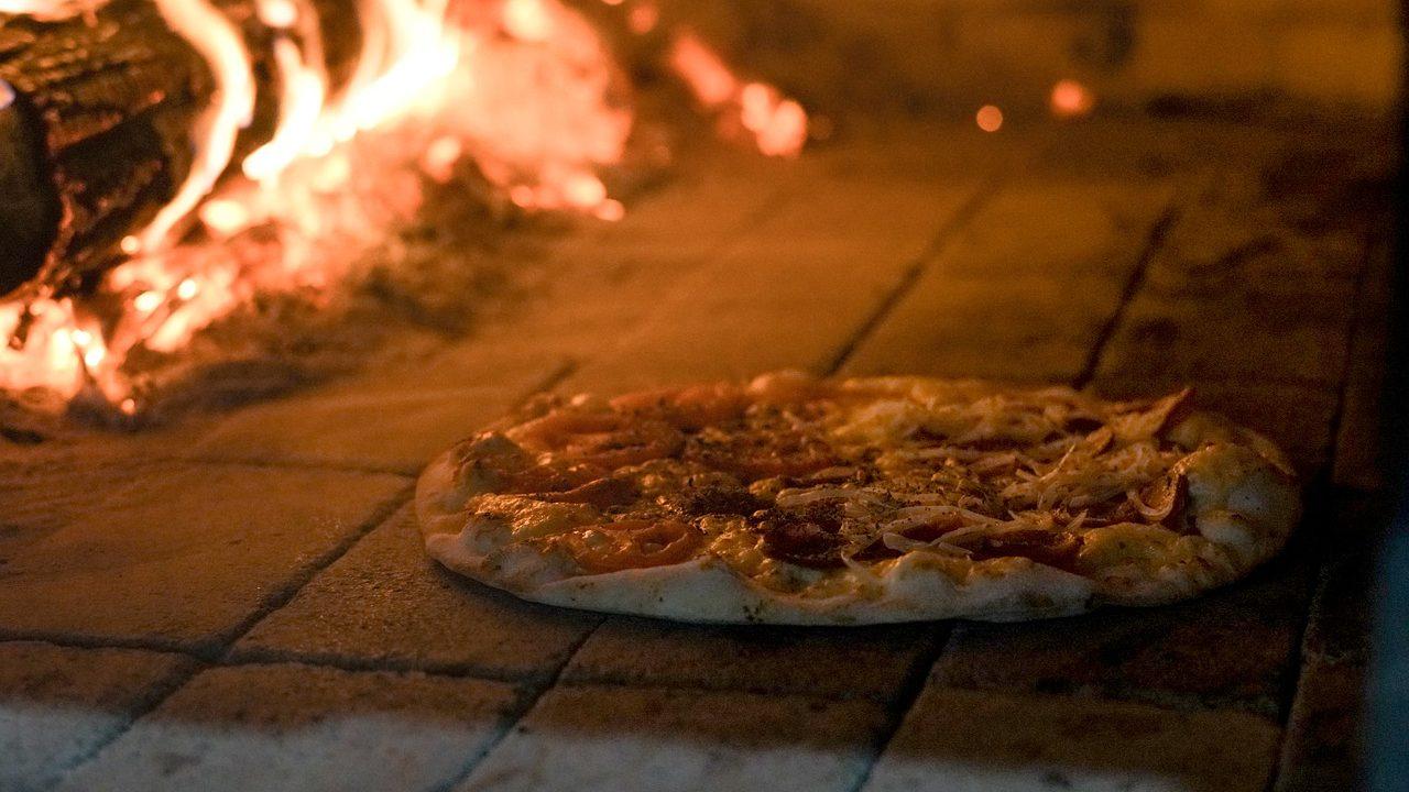 pizza, pizza oven, restaurant